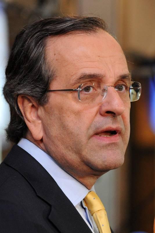 De Griekse oppositieleider Antonis Samaras roept op tot vervroegde verkiezingen.