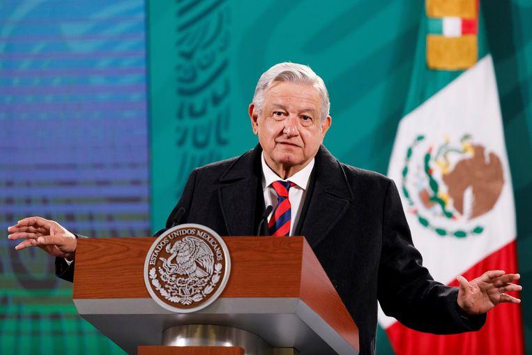 De Mexicaanse president Manuel López Obrador zag zijn kersverse energiewet voorlopig buiten werking gesteld worden door een gerechtelijke uitspraak. Beeld EPA