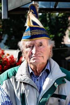 Prinsontvanger Wim heft al veertig jaar het eerste glas met nieuwe prins carnaval, maar dit jaar proost hij alleen