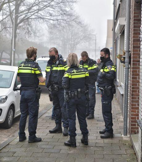 Twee personen overvallen een vrouw thuis en nemen daarna de benen in Tilburg