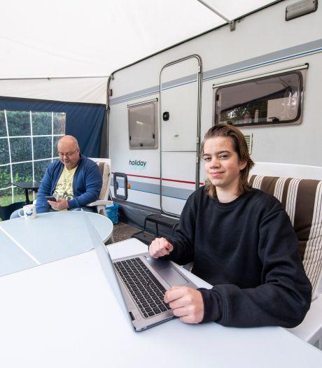 Student Daniël zit vanwege woningnood op camping in Diepenveen: 'Het begint wel frisjes te worden'