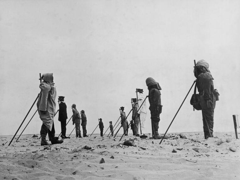 Voor de tests werden ook dummy's opgesteld in de Sahara. Beeld Getty Images
