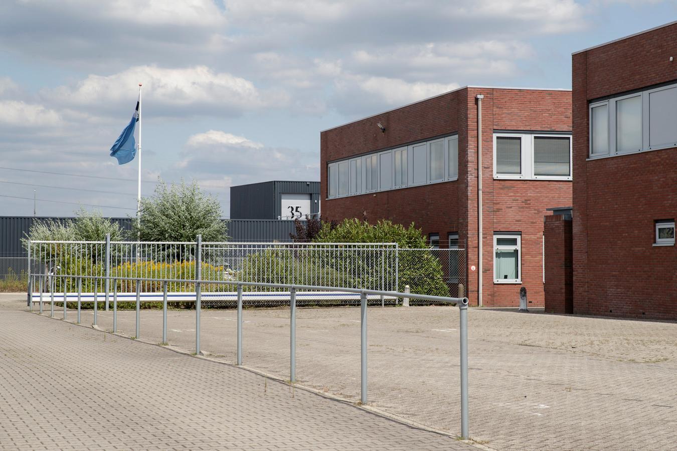 Vorig jaar juli zijn wapens en munitie gestolen bij de Dienst Vervoer en Ondersteuning, DV&O Zutphen.