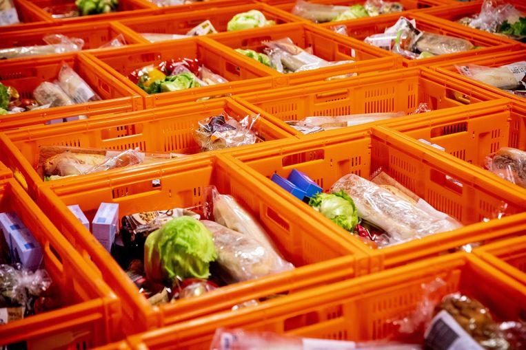 Volle voedselpakketten in een distributiecentrum van een voedselbank. Beeld ANP