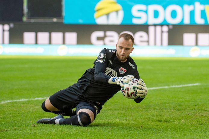 Hidde Jurjus verricht een redding voor KFC Uerdingen  in het duel met SpVgg Unterhaching.