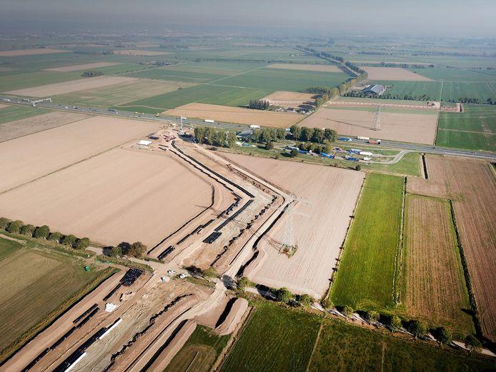 Luchtbeelden van de voorbereidende werkzaamheden voor de doortrekking van de A15 tussen Ressen en Zevenaar (archieffoto).