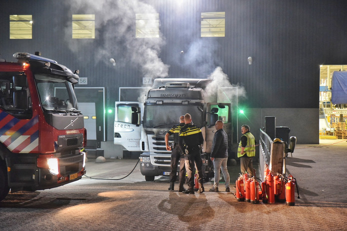 vrachtwagen in brand Syncreon Tilburg.