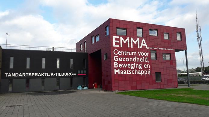 In het EMMA-pand aan de Bijsterveldenlaan zijn diverse eerstelijns zorgorganisaties en maatschappelijke partijen gevestigd. Ook Tandartspraktijk Tilburg opende er onlangs de deuren.