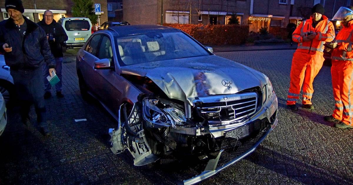Vijf autos zwaar beschadigd na botsing in Sprang-Capelle, geen gewonden.