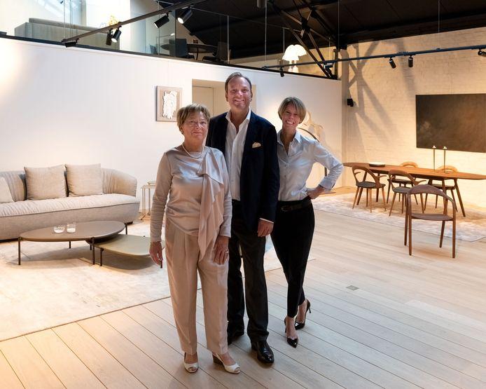 Marleen Samyn, David Phlypo en Lorie Vanaverbeke in de nieuwe showroom.