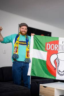 FC Dordrecht-supporters missen de gezelligheid van het stadion: 'Ik mis zelfs de stank van de pisbakken'