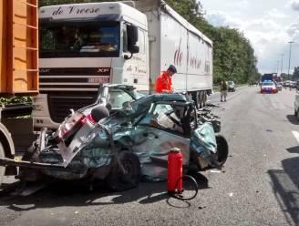Vrouw (24) in levensgevaar na ongeval E40 Aalter