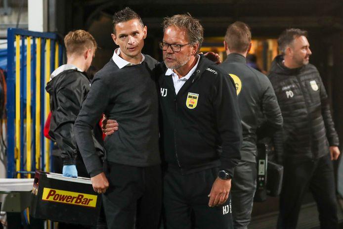 Rogier Meijer na het openingsduel met collega-trainer Henk de Jong van Cambuur.