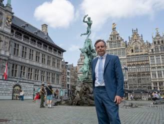 """REEKS. Levende legendes in Vlaanderen: """"Brabo staat met zijn blote billen naar het stadhuis. Het beeld was eind 19de eeuw een affront voor de katholieken"""""""