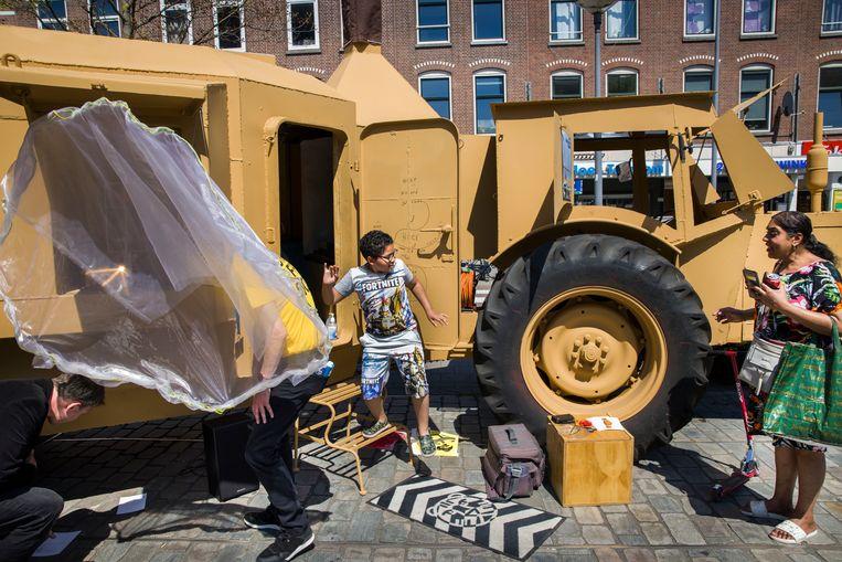 De mobiele installatie The Werner is een creatie van Atelier Van Lieshout. Het voertuig is uitgerust met twee grote monitors en andere gadgets, en doet vijf Rotterdamse wijken aan om 'guerilla cinema' te maken: cinematografische portretten van plaatselijke bewoners.  Beeld Arie Kievit