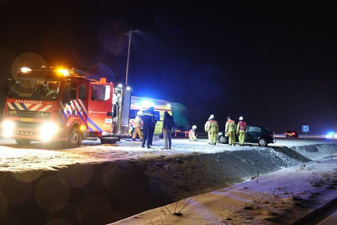Nabij Ane gleed een auto van de N34, in een sloot. De bestuurder werd door ambulancepersoneel gecontroleerd, maar hoefde niet naar het ziekenhuis.