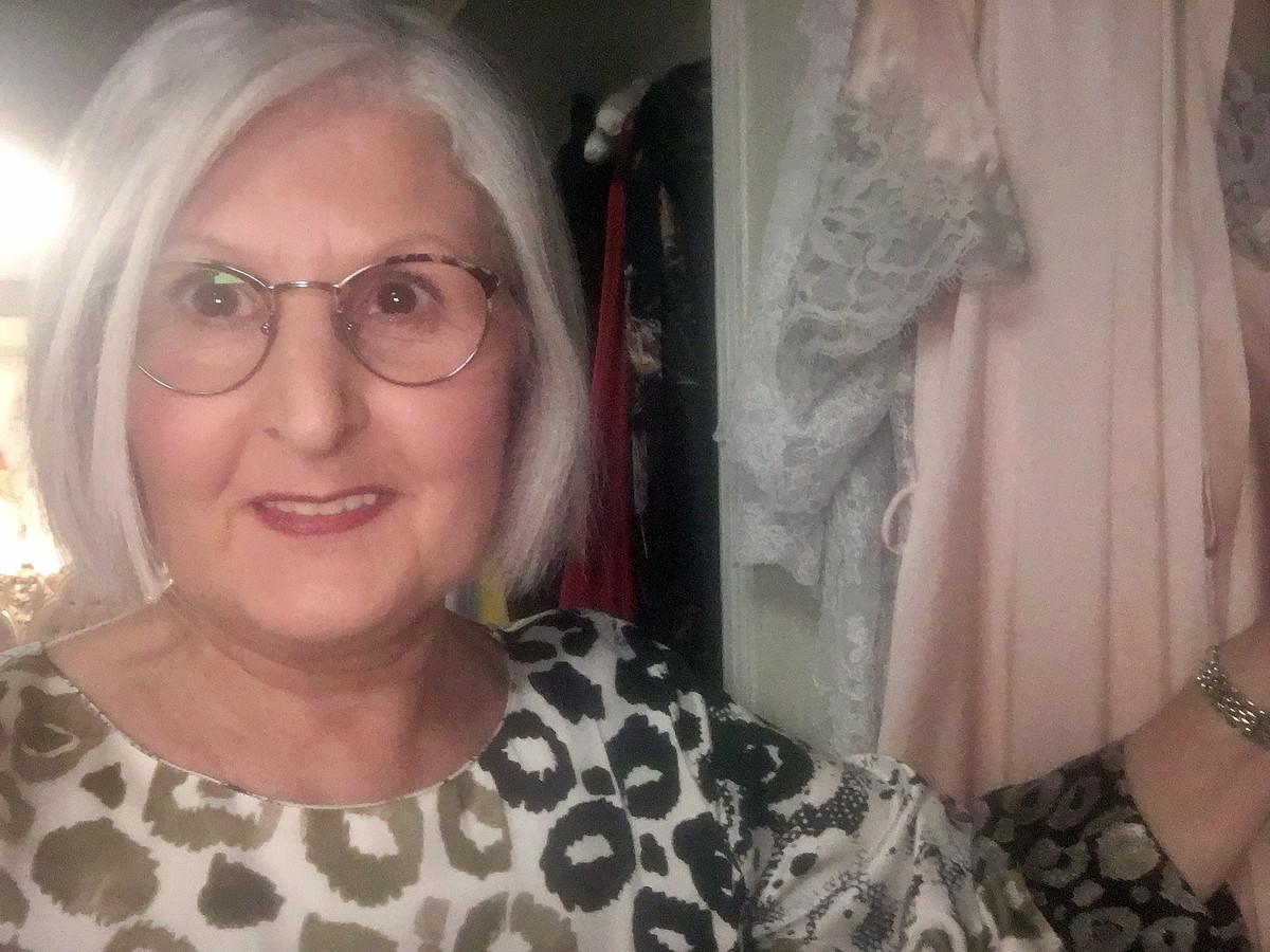 Ingrid Vandeloo is zelf zot van kant en zijde en verkoopt dan ook uitsluitend luxe lingerie.