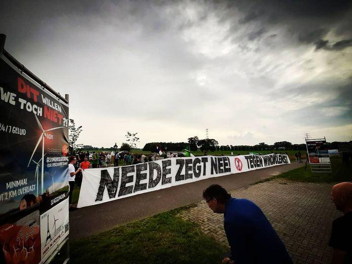 Demonstratie tegen windmolens bij de Melktap in Geesteren door Needenaren.