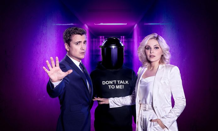 'The Masked Singer' wordt gepresenteerd door Niels Destadsbader en Julie Van Den Steen.