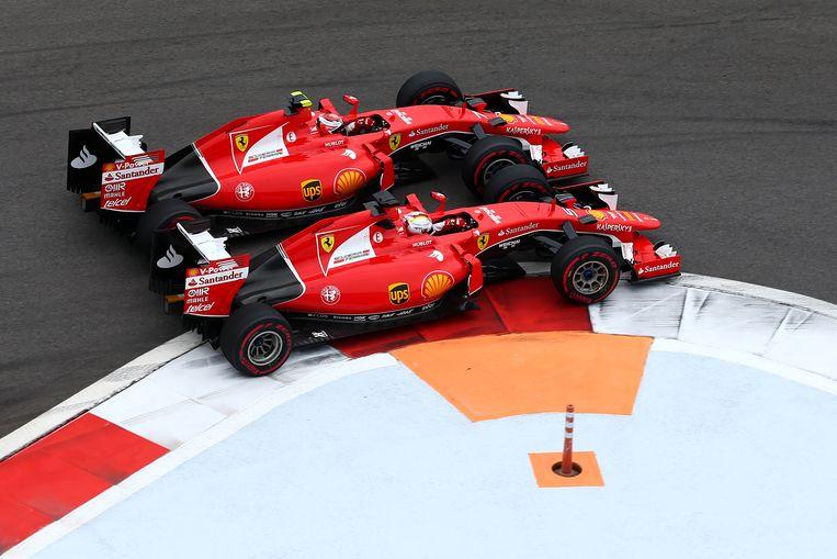 Een duel op het scherpst van de snee tussen Räikkönen en Vettel Beeld GETTY