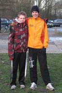 De twaalfjarige Tim van den Broeke (links) met zijn toenmalige idool en huidige teamgenoot Tim Pleijte.