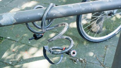Dief met been in het gips gaat op de vlucht met gestolen fiets