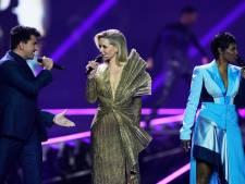 Ook de presentatoren gaan zingen, alleen Nikkie niet: 'Dat moet je echt niet willen'