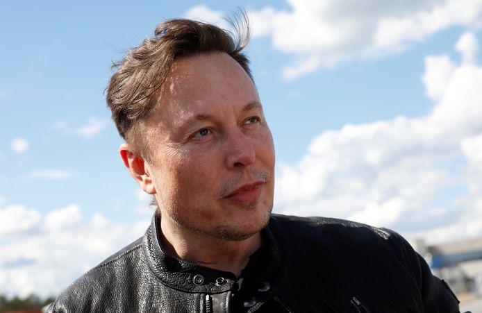 Tesla-baas Elon Musk tijdens een bezoek aan de fabriek in Gruenheide bij Berlijn.