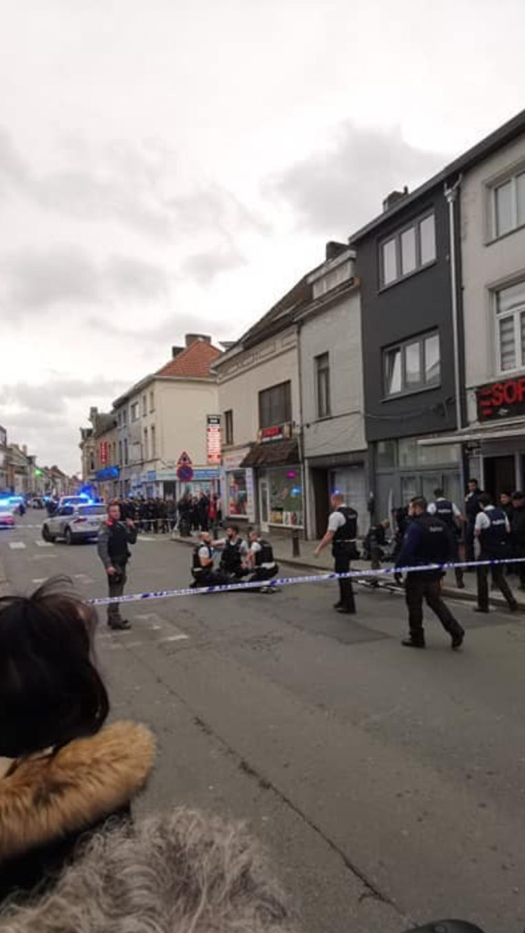 De politie is massaal aanwezig Beeld RV
