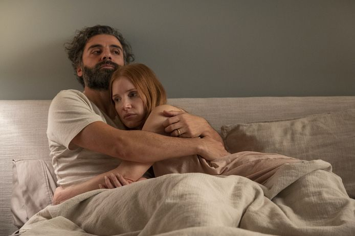 """Oscar Isaac et Jessica Chastain dans """"Scenes from a marriage""""."""