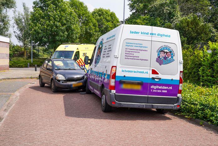 Bestuurder gewond bij botsing met bestelbus in Veldhoven.