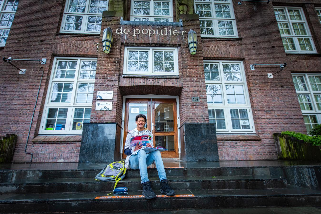 Soll Ndongosi (16) uit Den Haag doet havo-eindexamen op De Populier.