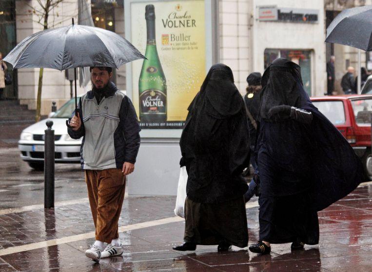 Vrouwen in nikab in de Zuid-Franse havenstad Marseille. Beeld REUTERS