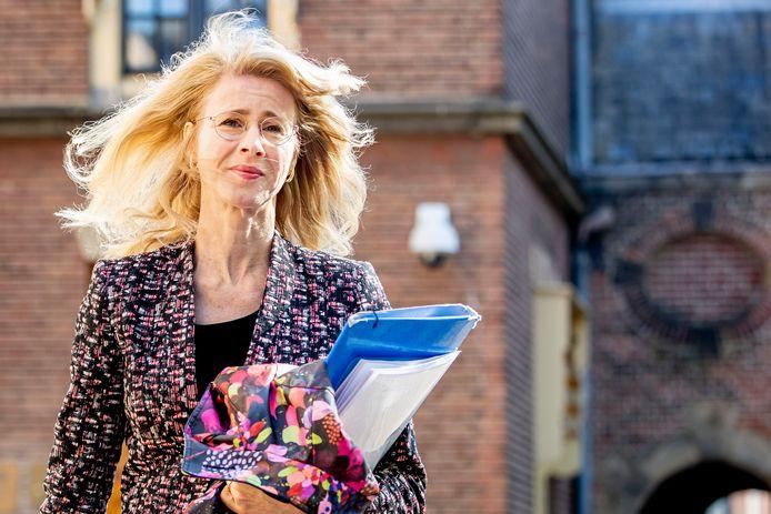 Staatssecretaris Mona Keijzer (EZ&K) arriveert op het Binnenhof voor de wekelijkse ministerraad, 17 April 2020.