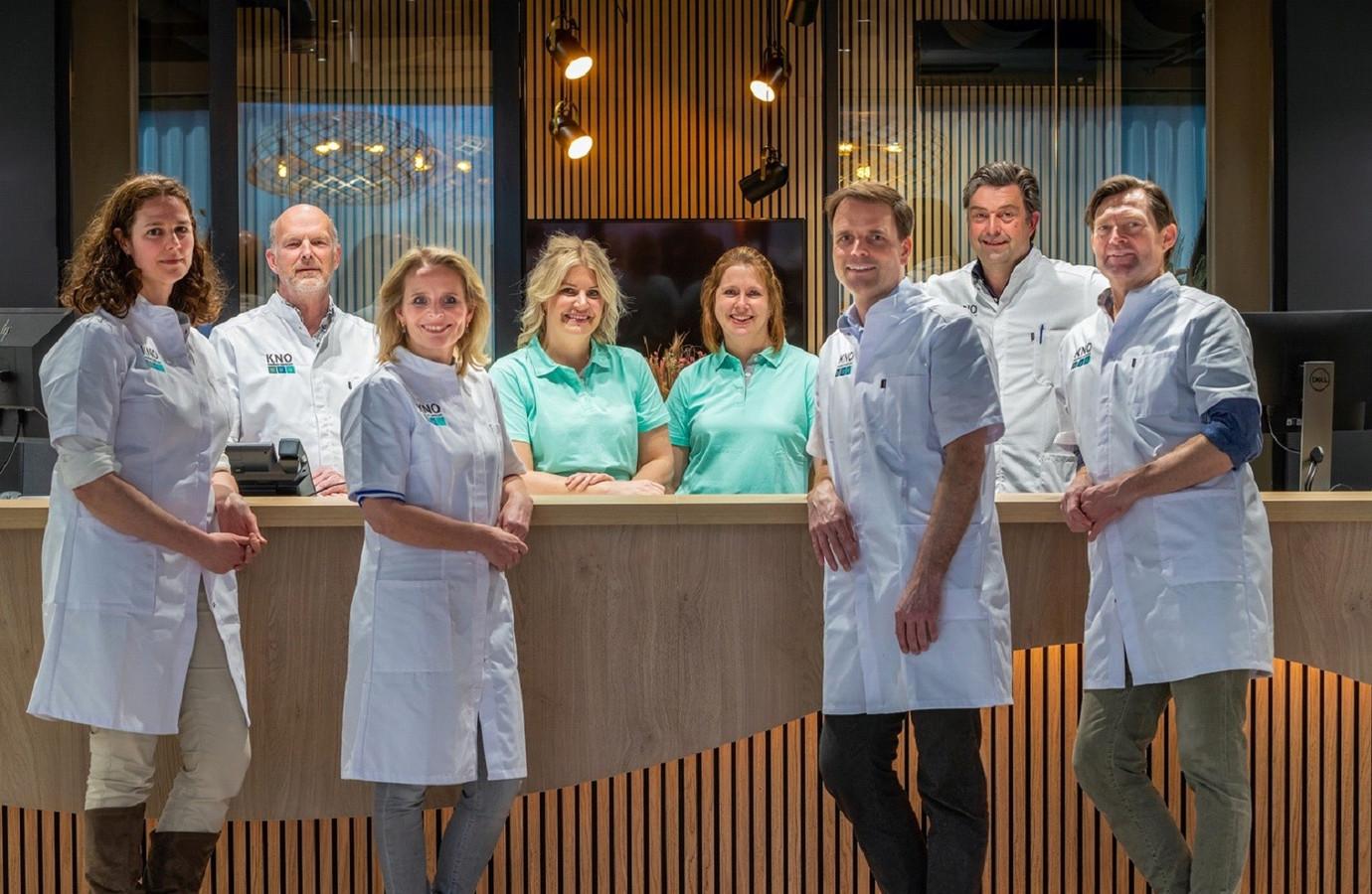 Het complete KNO-team met links Ingrid van Rooy.