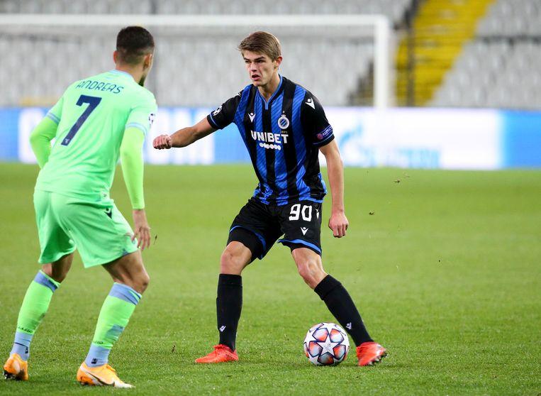 Charles De Ketelaere van Club Brugge in actie tegen Zenit.
