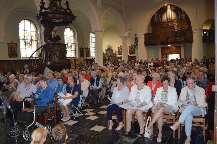 Wereldrecord Rita's verzamelen in kerk van Outer.