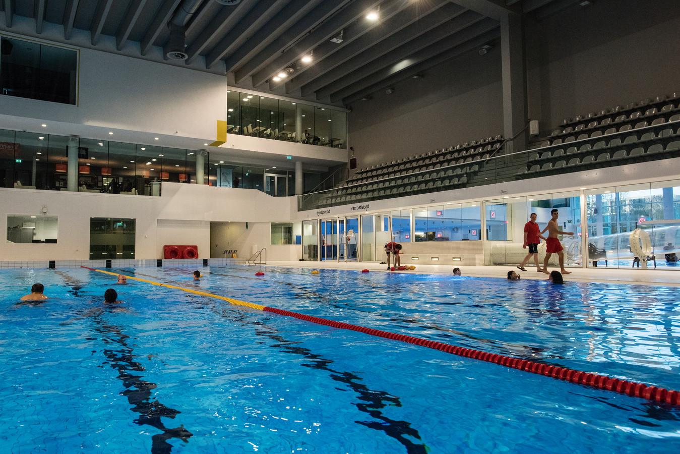 Het zwembad van de Drieburcht.