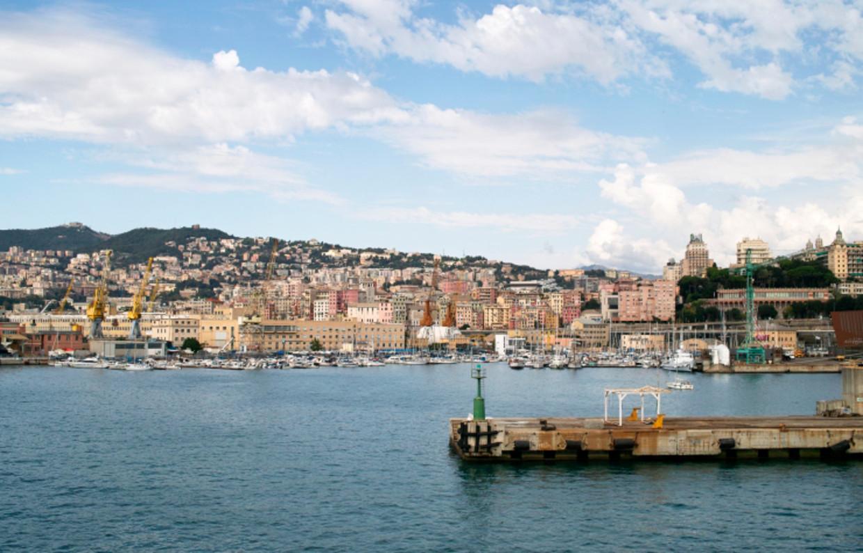 De haven van Genua. Beeld thinkstock