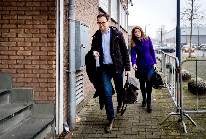 Robert Malewicz, de advocaat van Aydin C., arriveert bij de rechtbank.