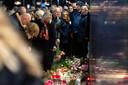Bij de stille tocht voor Chantal de Vries werden er bloemen gelegd bij de plek waar ze werd doodgestoken.