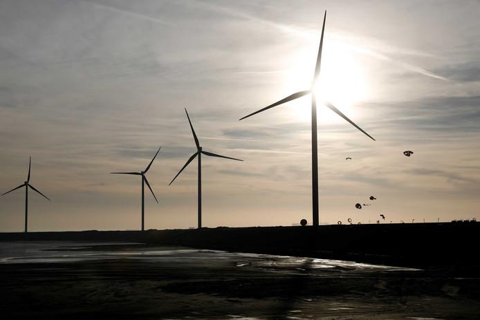 Initiatieven voor windturbines in Raalte moeten wel uit de samenleving komen.