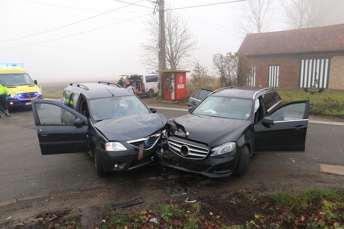 Een Dacia Logan kwam in aanrijding met een Mercedes.