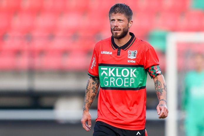 Lasse Schöne in het shirt van NEC.