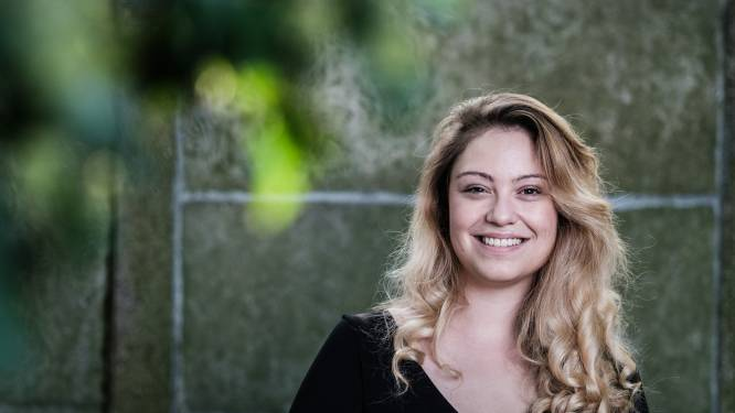 """COLUMN. Sara Leemans schrijft over 33-jarige single Hanne: """"Eens de 30 voorbij, vallen de weekendplannen in twee categorieën"""""""
