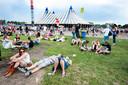 Publiek op het festivalterrein tijdens de eerste dag van Lowlands in 2013.