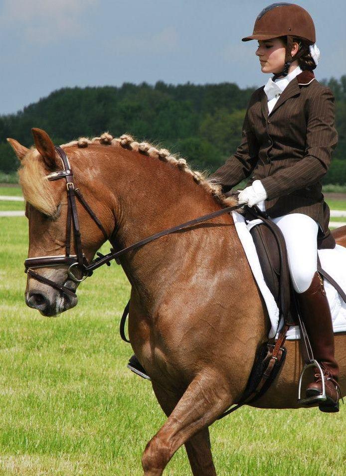 Lisa Priemis met haar paard in betere tijden.