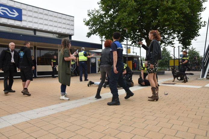 Arrestaties bij coronaprotest in Steenwijk.