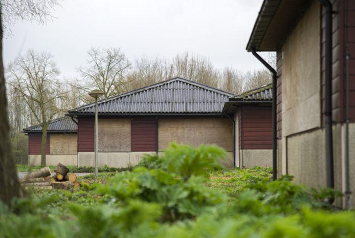 Het voormalige NIOO-terrein aan de Boterhoekse straat in Heteren staat al jaren leeg. Overbetuwe wil er een projectontwikkelaar vrijstaande koopwoningen laten bouwen. Omwonenden en de CVEG houden vast aan de plannen voor een eco-dorp.