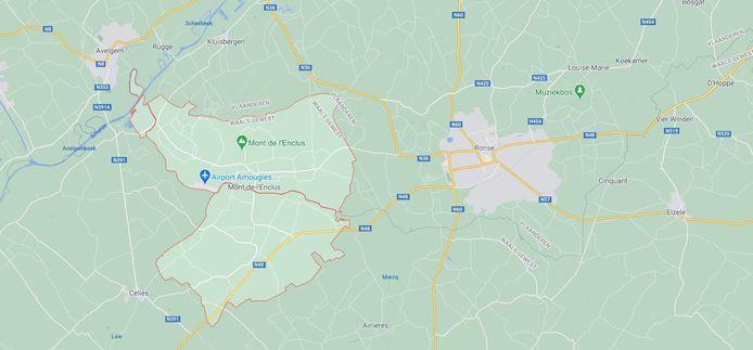 Ronsenaar Mohamed was op weg naar zijn werk in Moeskroen toen hij in Mont-de-l'Enlcus een auto spotte die van de weg was geraakt.
